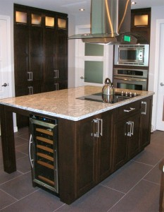 Contemporary kitchen - Marble island, cooktop and hood, wine fridge