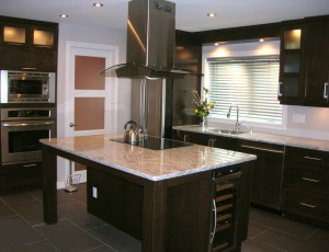 Modern kitchen - Marble island, cooktop, cabinets