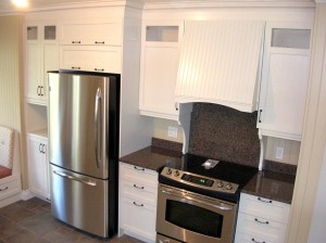 Cuisine - Cuisinière, hotte et réfrigérateur