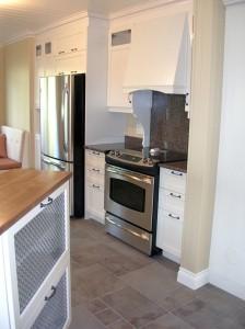 Kitchen - Cabinets, hood, island, banquette