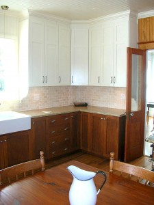 Country kitchen - Cabinets and counter