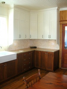 Country kitchen - White painted cabinets