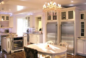 Kitchen - Romantic - Table and chandelier