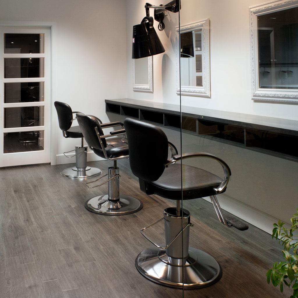 salon de coiffure si ges miroirs comptoir les. Black Bedroom Furniture Sets. Home Design Ideas