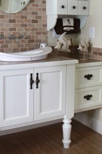 Salle de bain champêtre - Vanité en merisier